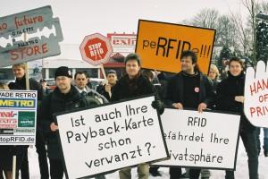 Demonstration vor dem Future Store in Rheinberg